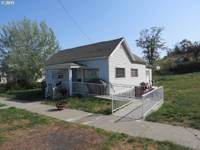624 SW 1ST St, Pendleton, OR 97801 (MLS #19017244) :: Song Real Estate