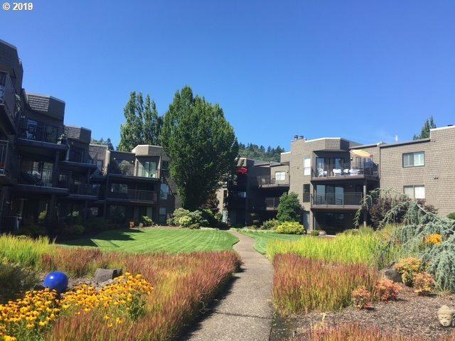 5624 SW Riverside Ln #13, Portland, OR 97239 (MLS #19023331) :: Homehelper Consultants
