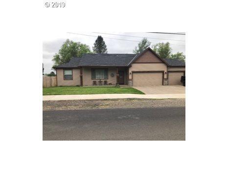 831 NE Riley Dr, Silverton, OR 97381 (MLS #19046786) :: Cano Real Estate