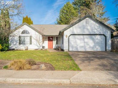 5772 NW Deschutes Dr, Portland, OR 97229 (MLS #19096735) :: R&R Properties of Eugene LLC