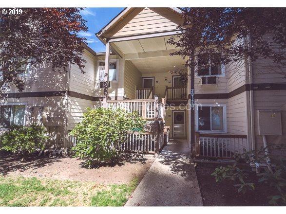 20120 Larkspur Ln, West Linn, OR 97068 (MLS #19115514) :: McKillion Real Estate Group