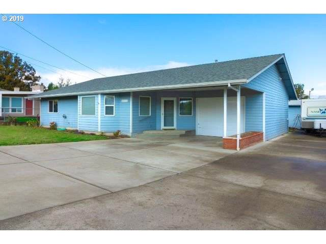 1880 Linnell Ave, Roseburg, OR 97471 (MLS #19119015) :: Townsend Jarvis Group Real Estate