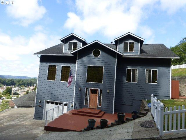 927 South Hill Dr, Reedsport, OR 97467 (MLS #19125883) :: Gregory Home Team | Keller Williams Realty Mid-Willamette