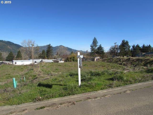 264 Mona St #8, Myrtle Creek, OR 97457 (MLS #19230405) :: The Galand Haas Real Estate Team