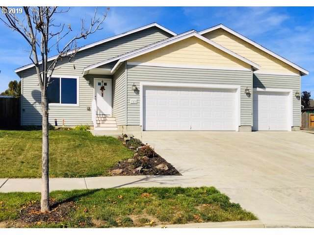 725 NE Robin Pl, Prineville, OR 97754 (MLS #19241741) :: McKillion Real Estate Group