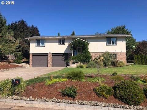 2235 NW Luth St, Roseburg, OR 97471 (MLS #19250775) :: McKillion Real Estate Group