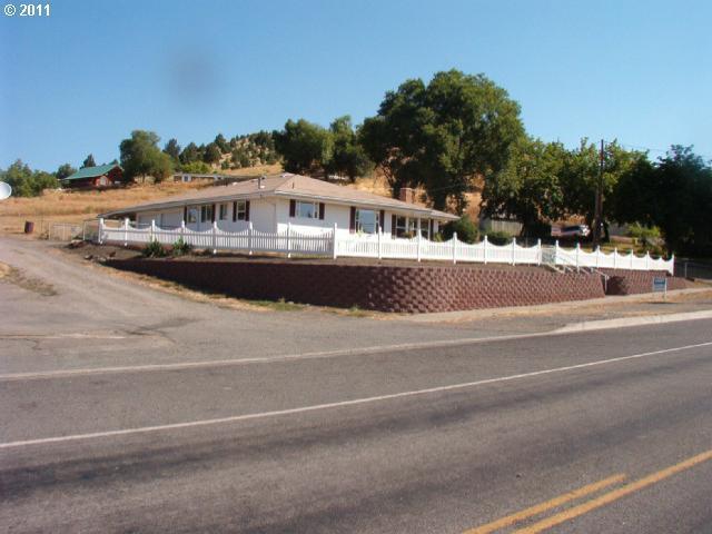 156 NE Front St, Prairie City, OR 97869 (MLS #19271583) :: Fox Real Estate Group