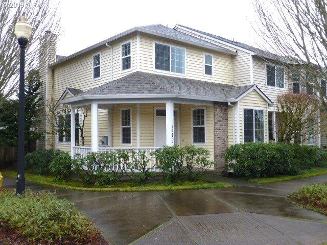 14498 SE Princeton Village Way, Clackamas, OR 97015 (MLS #19313227) :: Matin Real Estate