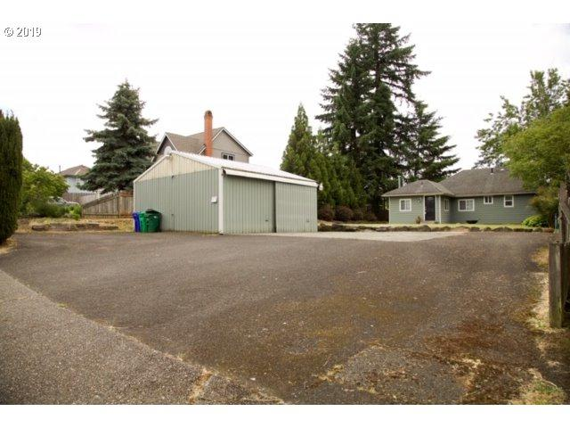 12700 SE Majestic Ln, Happy Valley, OR 97086 (MLS #19329329) :: Brantley Christianson Real Estate
