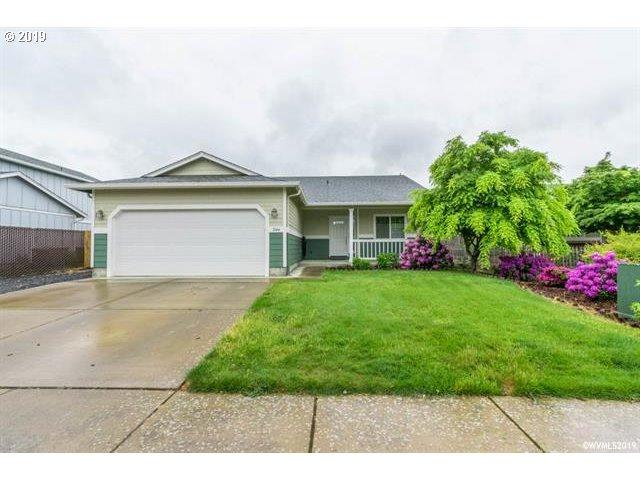 3144 S 10TH St, Lebanon, OR 97355 (MLS #19338995) :: Townsend Jarvis Group Real Estate