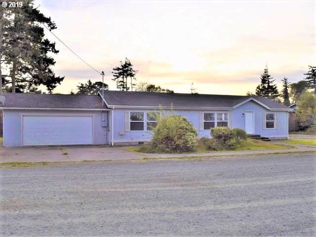 797 Grant Ave, Coos Bay, OR 97420 (MLS #19347731) :: The Liu Group