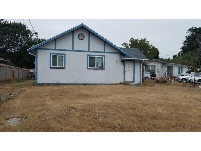 925 Crocker, Coos Bay, OR 97420 (MLS #19390866) :: McKillion Real Estate Group