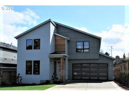 7756 SE Main St, Portland, OR 97215 (MLS #19441249) :: Hatch Homes Group