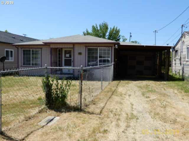 928 NE Willow St, Roseburg, OR 97470 (MLS #19570022) :: Song Real Estate