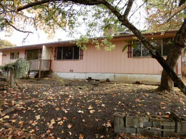 3565 Hughes St, Roseburg, OR 97470 (MLS #19632905) :: Team Zebrowski