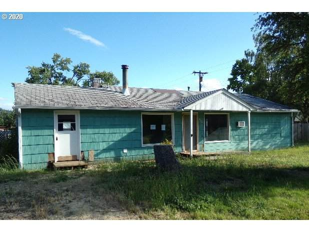 960 W Second Ave, Sutherlin, OR 97479 (MLS #20068281) :: Change Realty