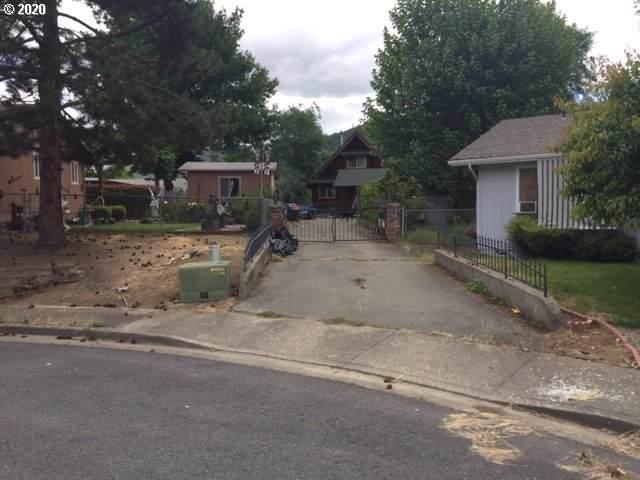 102 Marie Cir, Rogue River, OR 97537 (MLS #20068614) :: Song Real Estate