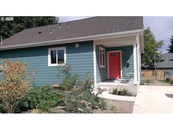 1213 E 9TH St, Newberg, OR 97132 (MLS #20210575) :: Song Real Estate
