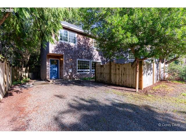 421 Ocean Ave, Manzanita, OR 97130 (MLS #20249879) :: Gustavo Group