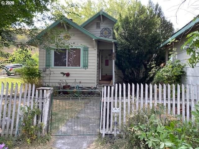 204 Crook Ave, La Grande, OR 97850 (MLS #20254766) :: Cano Real Estate