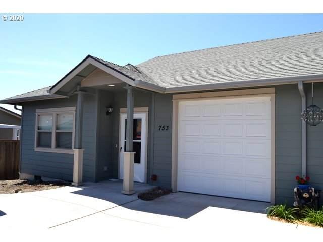 753 SW Kinsington Ct, Grants Pass, OR 97526 (MLS #20306240) :: Premiere Property Group LLC