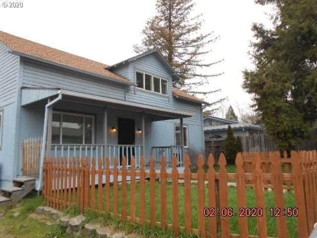 712 SW Bridge St, Grants Pass, OR 97526 (MLS #20307750) :: Premiere Property Group LLC