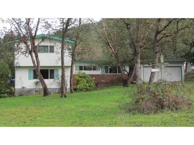 359 Crest Dr, Myrtle Creek, OR 97457 (MLS #20326471) :: Song Real Estate