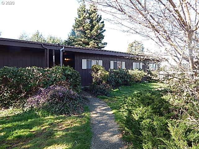 3688 Chester, North Bend, OR 97459 (MLS #20346867) :: Fox Real Estate Group