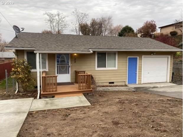 720 SE 9TH St, Pendleton, OR 97801 (MLS #20438588) :: Premiere Property Group LLC
