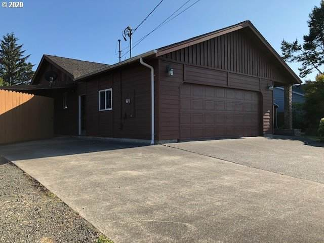 2205 17TH, North Bend, OR 97459 (MLS #20482232) :: Song Real Estate