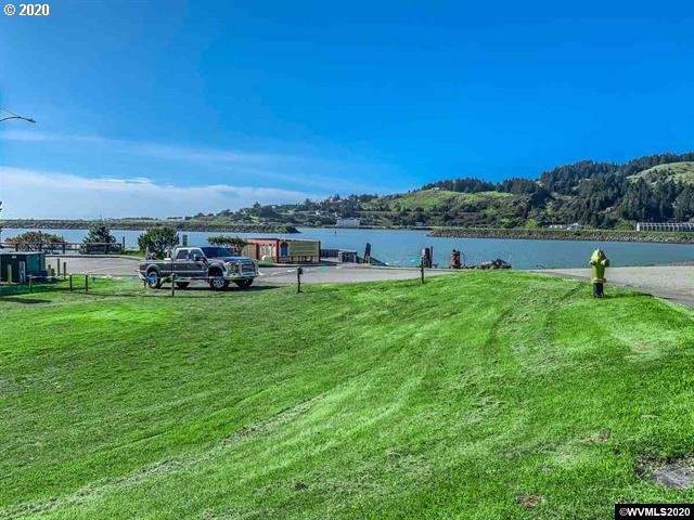 30020 Harbor Way, Gold Beach, OR 97444 (MLS #20483230) :: McKillion Real Estate Group