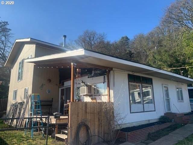 1852 NW Dogwood St, Roseburg, OR 97471 (MLS #20554638) :: Fox Real Estate Group