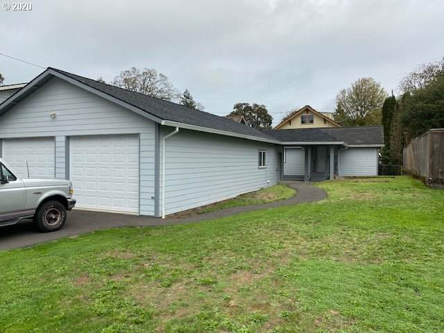 254 N 3RD St, St. Helens, OR 97051 (MLS #20697447) :: Lux Properties