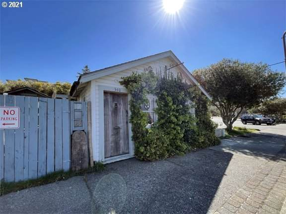 340 2ND St, Bandon, OR 97411 (MLS #21003700) :: Beach Loop Realty