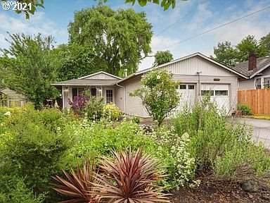 7058 NE 8TH Ave, Portland, OR 97211 (MLS #21039908) :: Fox Real Estate Group