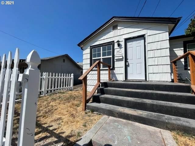 807 Columbia St, Kelso, WA 98626 (MLS #21052900) :: Beach Loop Realty