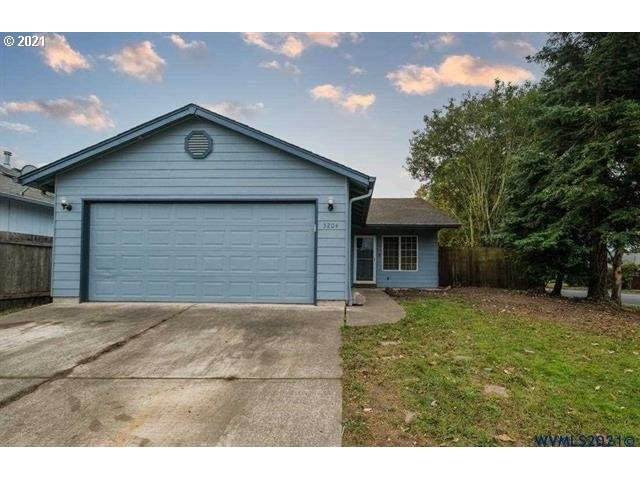 3204 24TH Ave, Albany, OR 97322 (MLS #21081995) :: The Haas Real Estate Team
