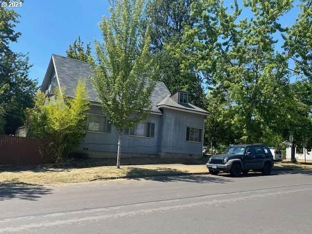 990 E 23RD Ave, Eugene, OR 97405 (MLS #21182820) :: McKillion Real Estate Group