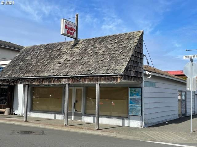 195 2ND St SE, Bandon, OR 97411 (MLS #21187453) :: Real Tour Property Group