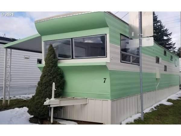 12726 SE Division St, Portland, OR 97236 (MLS #21213984) :: Lucido Global Portland Vancouver