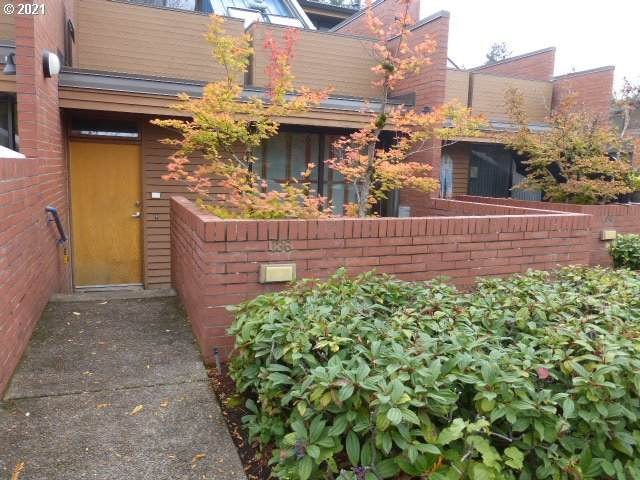 136 High St, Eugene, OR 97401 (MLS #21217721) :: The Haas Real Estate Team