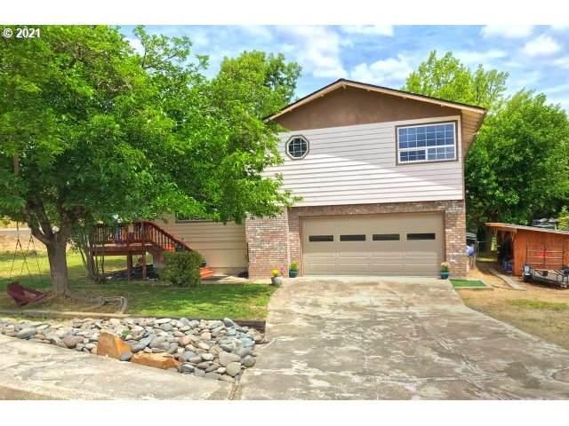 115 SE Nueva Dr, Myrtle Creek, OR 97457 (MLS #21227827) :: Townsend Jarvis Group Real Estate