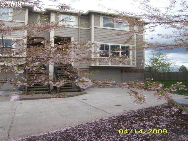 4922 SW 1ST Ave, Portland, OR 97239 (MLS #21236301) :: Real Tour Property Group