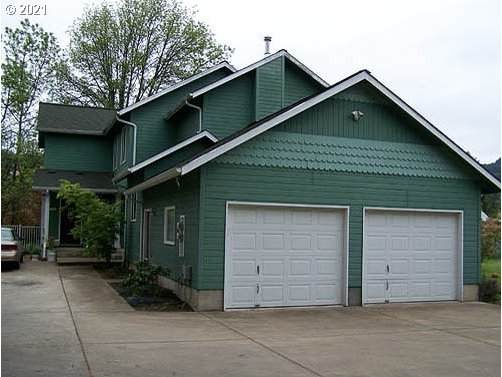 824 S 8TH St, Cottage Grove, OR 97424 (MLS #21243852) :: Song Real Estate