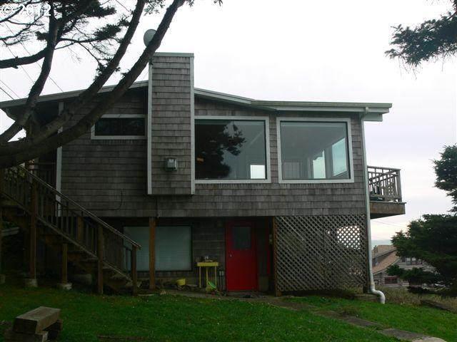 1956 S Hemlock St, Cannon Beach, OR 97110 (MLS #21283160) :: Premiere Property Group LLC