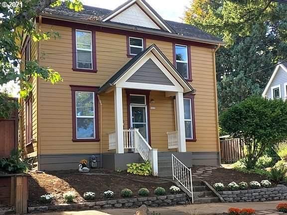 5622 SE Oak St, Portland, OR 97215 (MLS #21302281) :: Real Tour Property Group