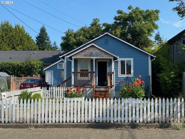 1080 W 12TH St, Coquille, OR 97423 (MLS #21458795) :: Beach Loop Realty
