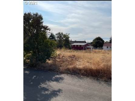 500 W Main St, Molalla, OR 97038 (MLS #21462598) :: The Pacific Group