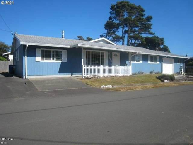 1836 NW Jetty Ave, Lincoln City, OR 97367 (MLS #21512862) :: Beach Loop Realty
