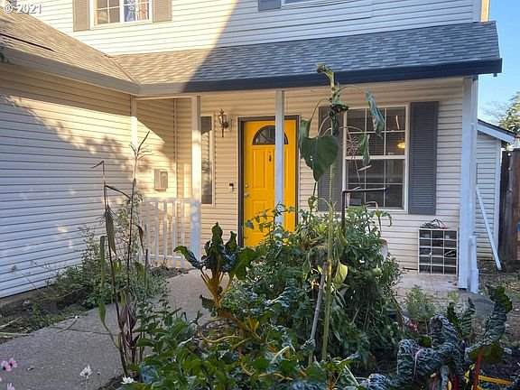 98 SE 75TH Ave, Portland, OR 97215 (MLS #21539825) :: Lux Properties